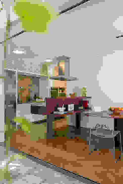 Cuisine tropicale par SALA2 arquitetura e design Tropical
