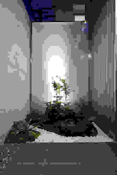โดย 髙岡建築研究室 โมเดิร์น