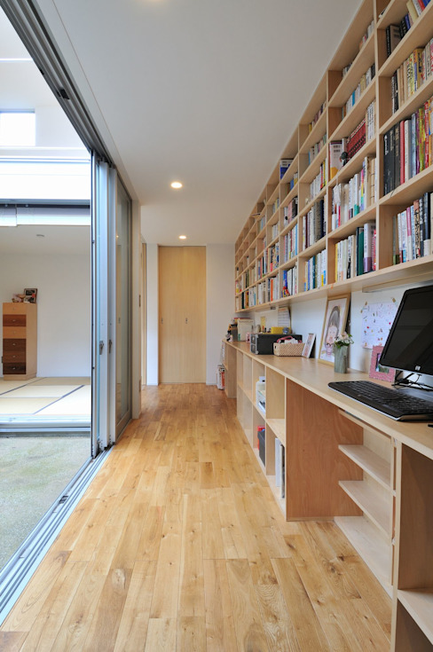 Bureau moderne par 岡村泰之建築設計事務所 Moderne