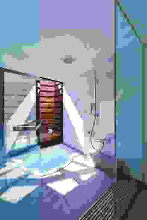 Baños modernos de 祐建築設計事務所 Moderno