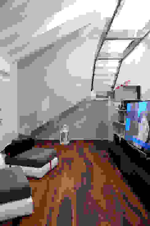 Scala e ballatoio Polymorpha Design for Living Soggiorno moderno