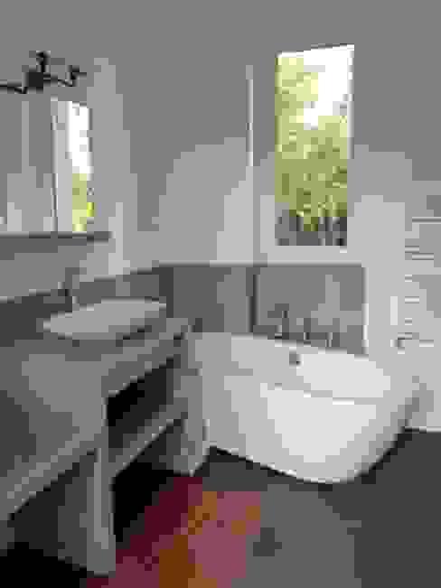 extension pour une nouvelle cuisine Salle de bain minimaliste par karine penard Minimaliste