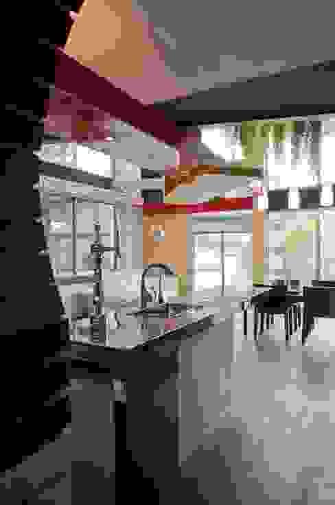 主人のキッチン オリジナルデザインの キッチン の 有限会社加々美明建築設計室 オリジナル