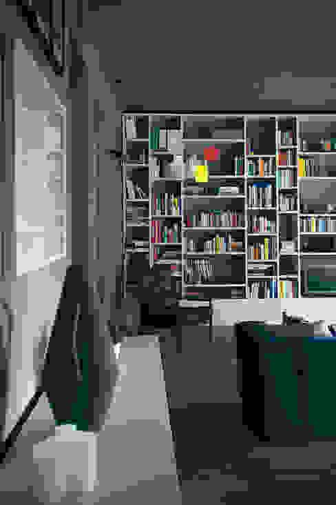 Salones modernos de andrea rubini architetto Moderno Madera Acabado en madera