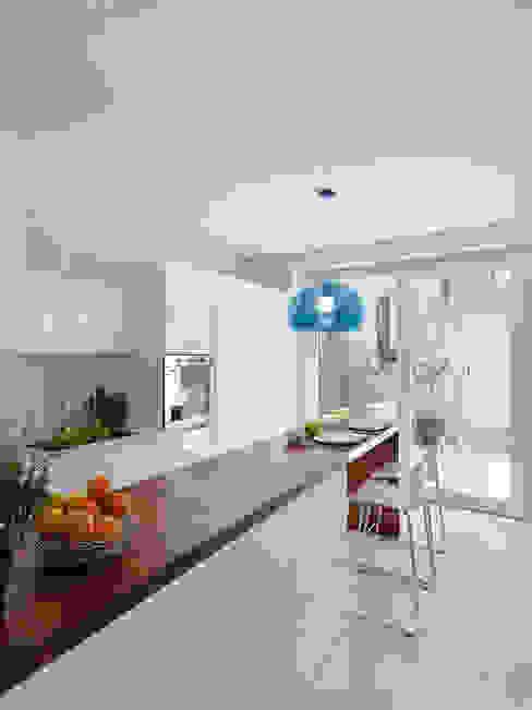 Кухни в . Автор – STUDIO DI ARCHITETTURA LUISELLA PREMOLI, Минимализм