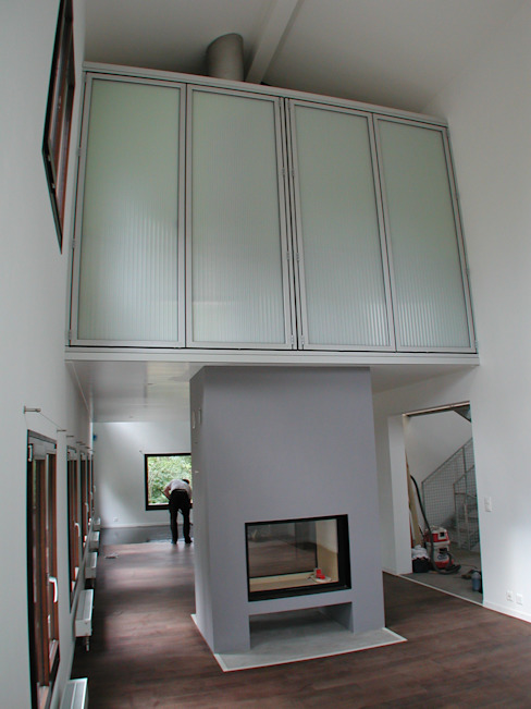 Transformation d'une ferme avicole en logement Salon moderne par [GAA] GUENIN Atelier d'Architectures SA Moderne