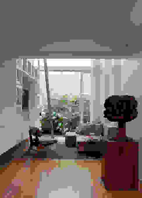 Modern living room by Consuelo Jorge Arquitetos Modern