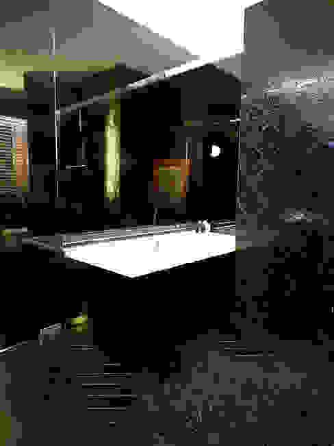 BAROK XXw. Eklektyczna łazienka od t design Eklektyczny