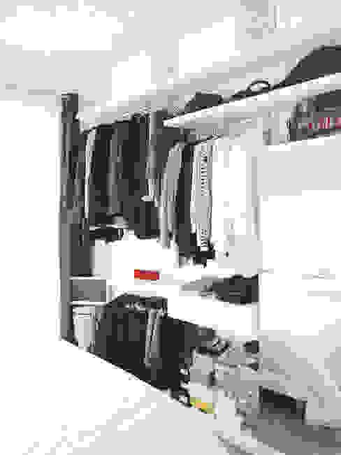 Vestidores y closets de estilo  por Thibaudeau Architecte, Minimalista