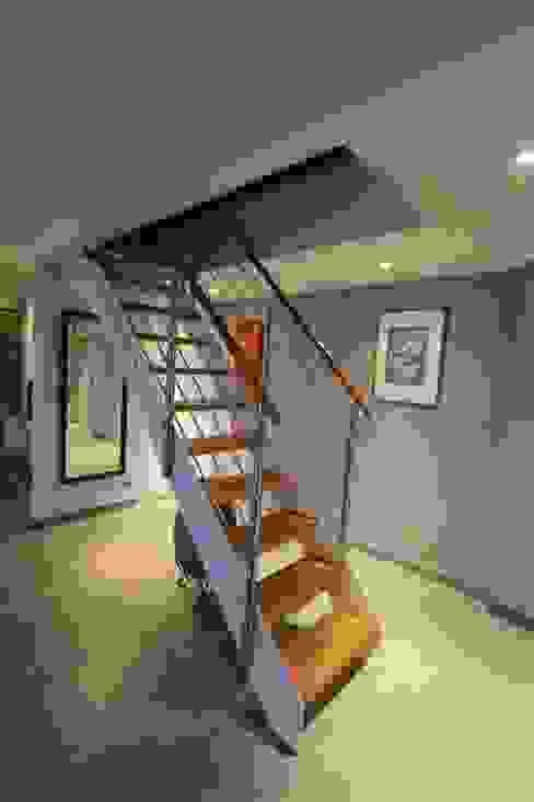 duplex Le Perreux sur Marne Couloir, entrée, escaliers modernes par garnault Moderne
