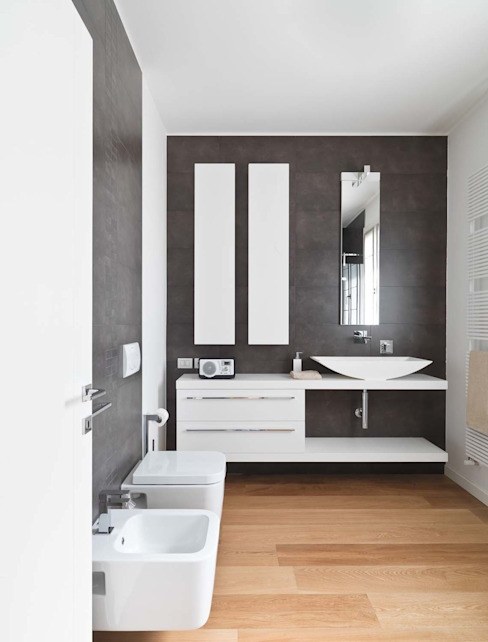 Minimalist style bathrooms by SANSON ARCHITETTI Minimalist