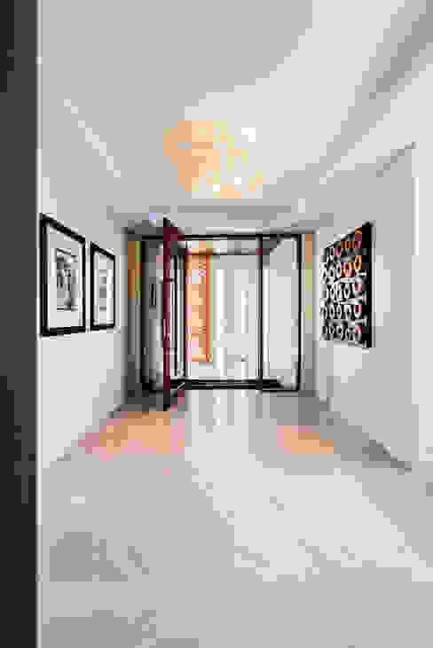 Menora Residence Nowoczesny korytarz, przedpokój i schody od Moda Interiors Nowoczesny