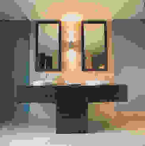 Phillimore Square Minimalist bathroom by KSR Architects Minimalist