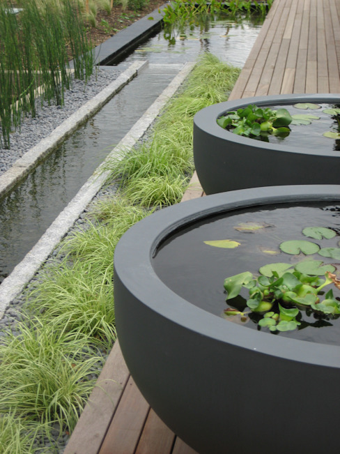 Rill and water bowls Giardino minimalista di Rae Wilkinson Design Ltd Minimalista