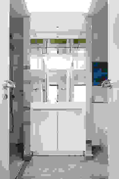 Green Retrofit, Lambourn Road Granit Architects Nowoczesna łazienka