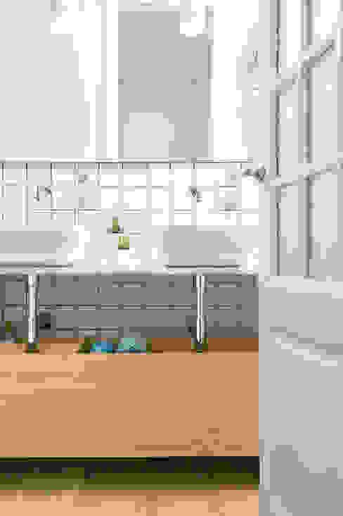 Skandynawska łazienka od Egue y Seta Skandynawski