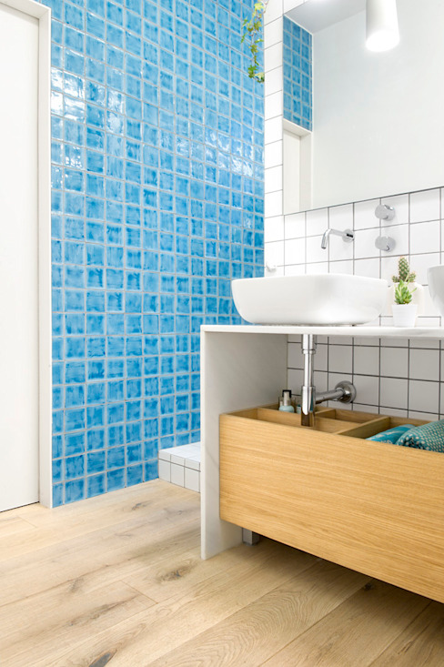 Scandinavian style bathrooms by Egue y Seta Scandinavian