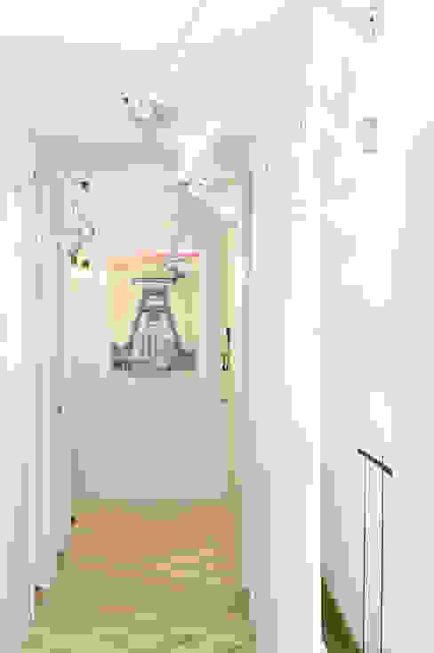Vivienda en Sant Joan. Barcelona Pasillos, vestíbulos y escaleras de estilo escandinavo de Egue y Seta Escandinavo