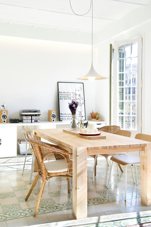 Столовая комната в скандинавском стиле от Egue y Seta Скандинавский