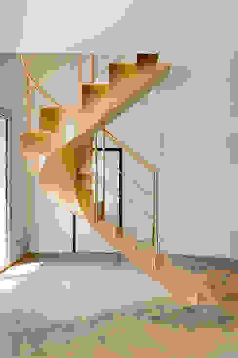 Residenza privata - Design : studio CdA - Mabelelab : Ingresso & Corridoio in stile  di MABELE by MA-Bo srl , Eclettico