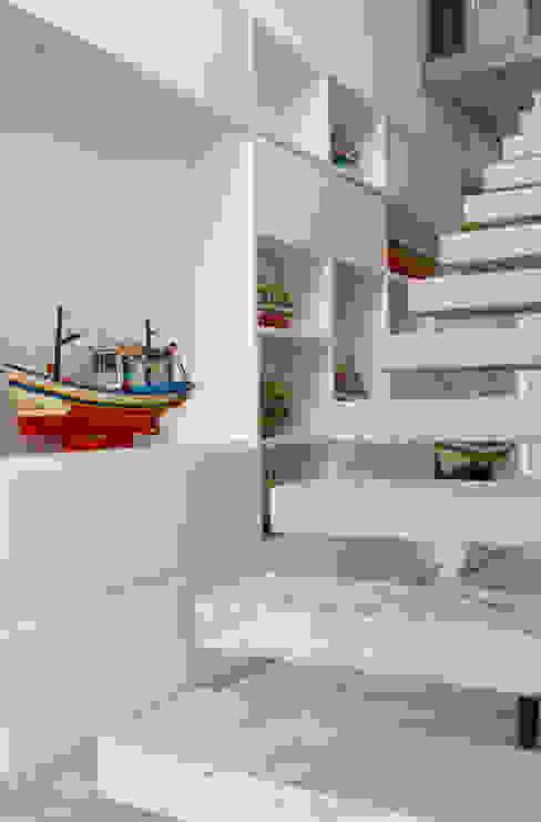 Coleção Corredores, halls e escadas modernos por Marilia Veiga Interiores Moderno