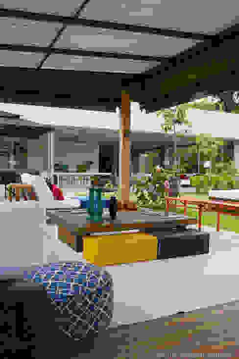 Terrazza in stile  di Marilia Veiga Interiores