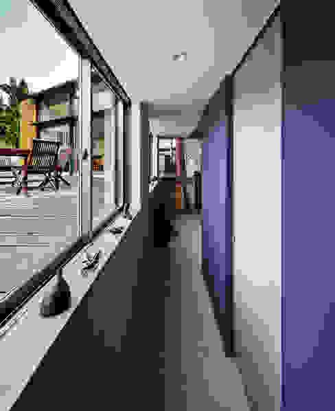 斯堪的納維亞風格的走廊,走廊和樓梯 根據 UZU 北歐風