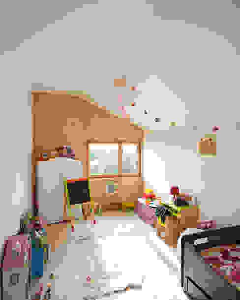 Comme un instrument de bois - maison MODU Chambre d'enfant minimaliste par mfa - mélaine ferré architecture Minimaliste
