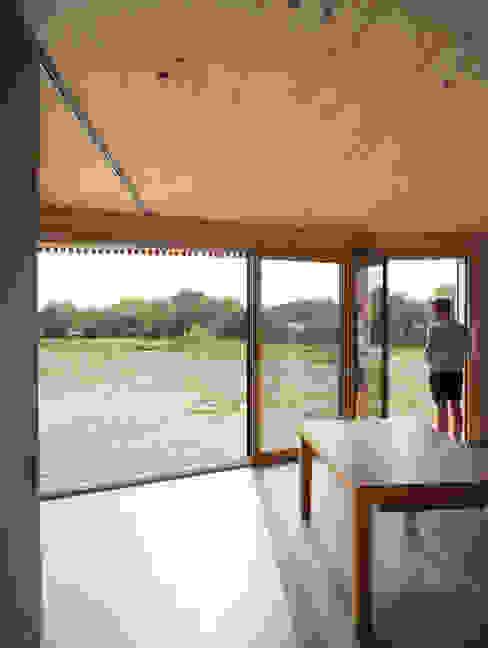 Comme un instrument de bois - maison MODU Salon minimaliste par mfa - mélaine ferré architecture Minimaliste