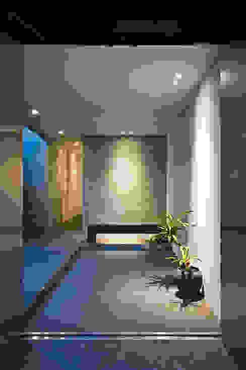 FRAME モダンスタイルの 玄関&廊下&階段 の エスプレックス ESPREX モダン