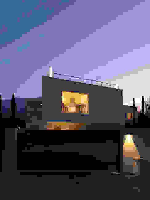 B-House Case moderne di Damilano Studio Moderno