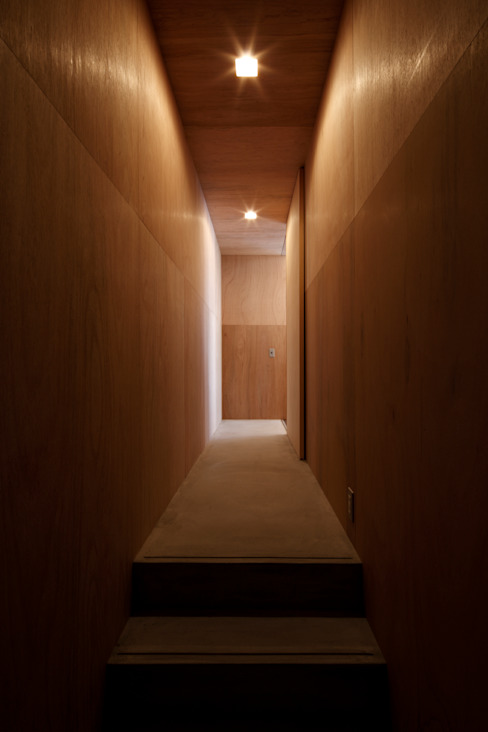 Rustic style corridor, hallway & stairs by 道家洋建築設計事務所 Rustic