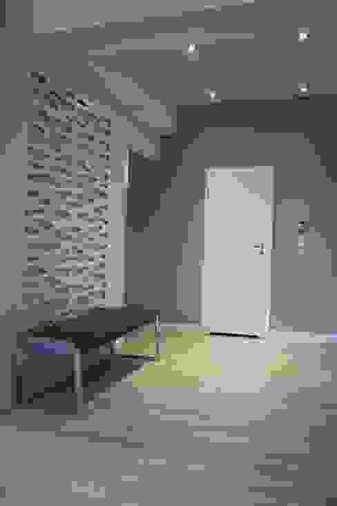 Wykonawstwo apartamentu Nowoczesny korytarz, przedpokój i schody od Vizu & Elektronag Nowoczesny