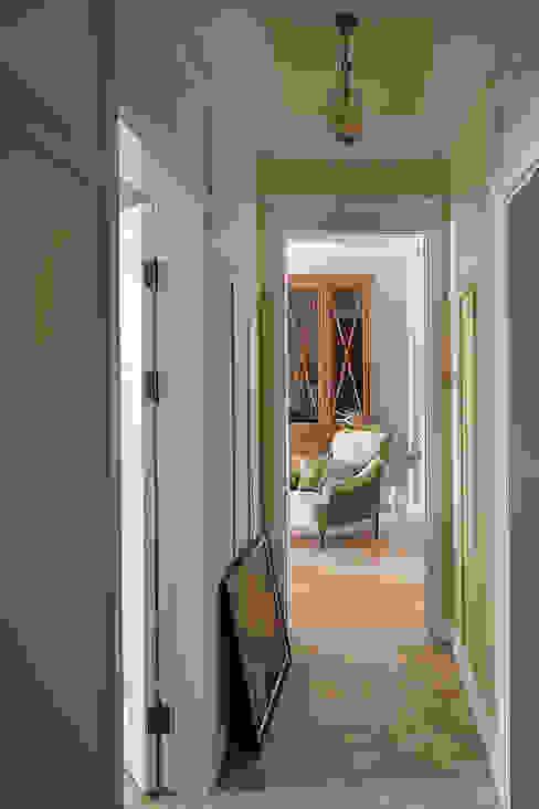 Квартира на Б.Ордынке Коридор, прихожая и лестница в классическом стиле от COUTURE INTERIORS Классический