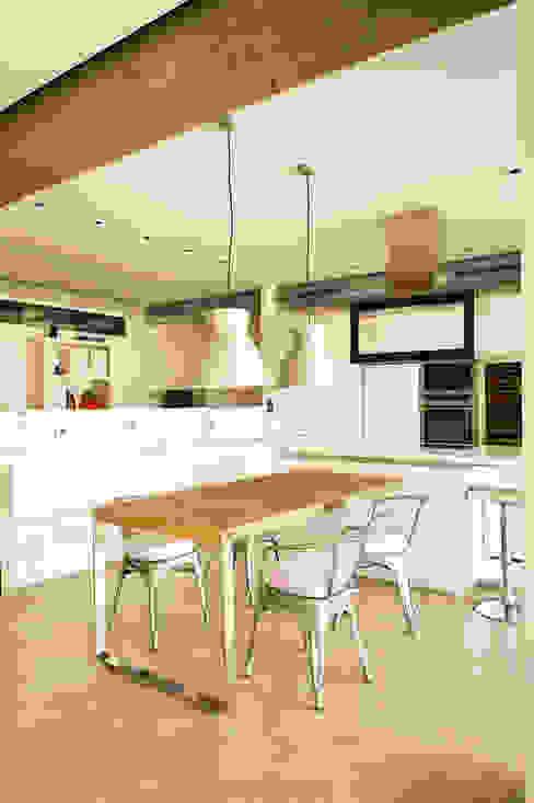 Modern Dining Room by estudioitales Modern