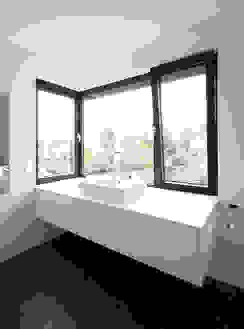 Moderne badkamers van Andreas Heupel Architekten BDA Modern