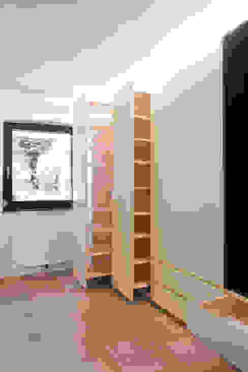 Corredor, hall e escadas  por project-m gmbh