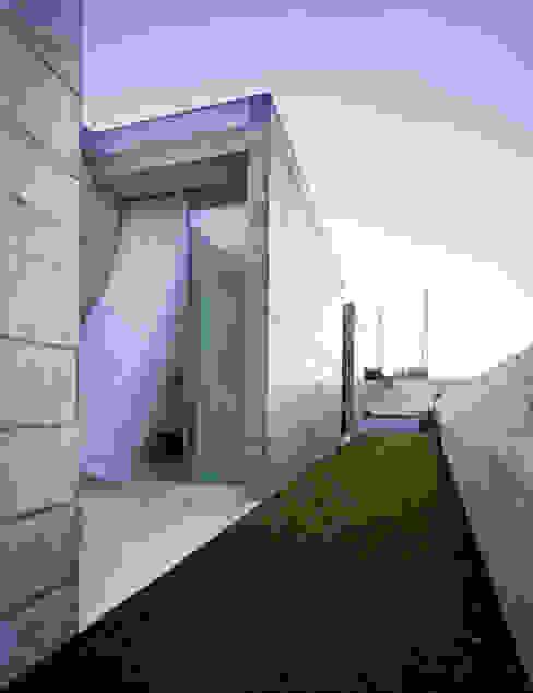 Casa em Moreira: Jardins  por Phyd Arquitectura,