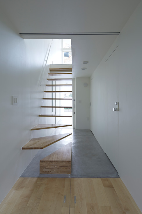 Park House Eclectic style corridor, hallway & stairs by another APARTMENT LTD. / アナザーアパートメント Eclectic