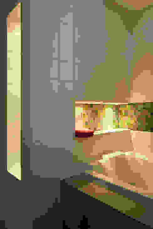 Projekty,  Łazienka zaprojektowane przez Florine Burger Architecte, Nowoczesny