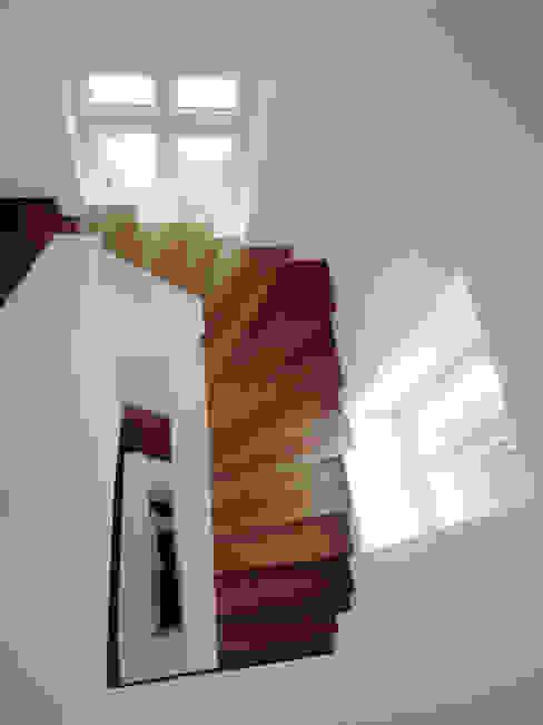 สไตล์ผสมผสาน ทางเดินห้องโถงและบันได โดย Gronemeyer architekten ผสมผสาน