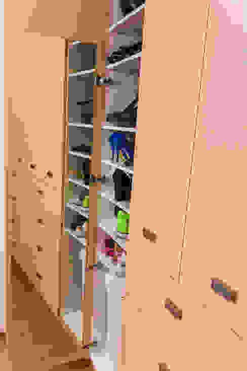 غرفة الملابس تنفيذ Mikkael Kreis Architects , حداثي