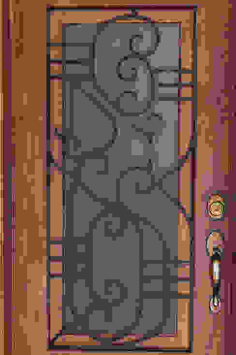 La puerta: Ventanas de estilo  por Mikkael Kreis Architects