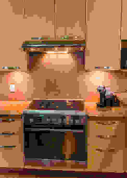 Modern kitchen by Mikkael Kreis Architects Modern