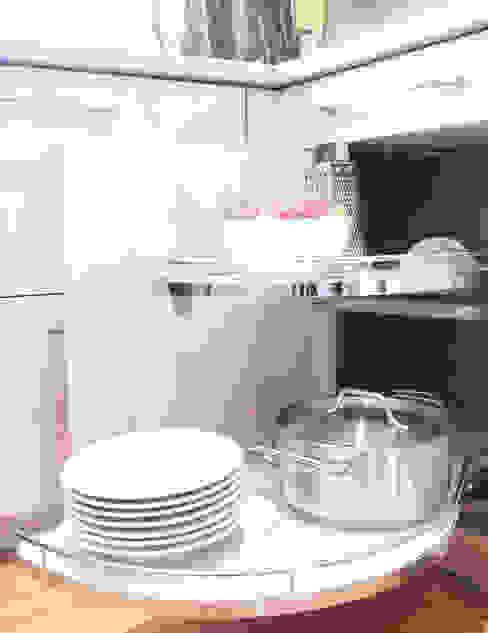 Unsere Küchenausstellung: modern  von Settele Küche & Wohnen,Modern