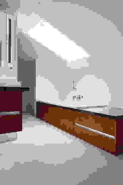 Bagno moderno di Förstl Naturstein Moderno