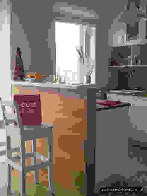 Kuchnia z barkiem Rustykalna kuchnia od Izabela Widomska Interiors Rustykalny