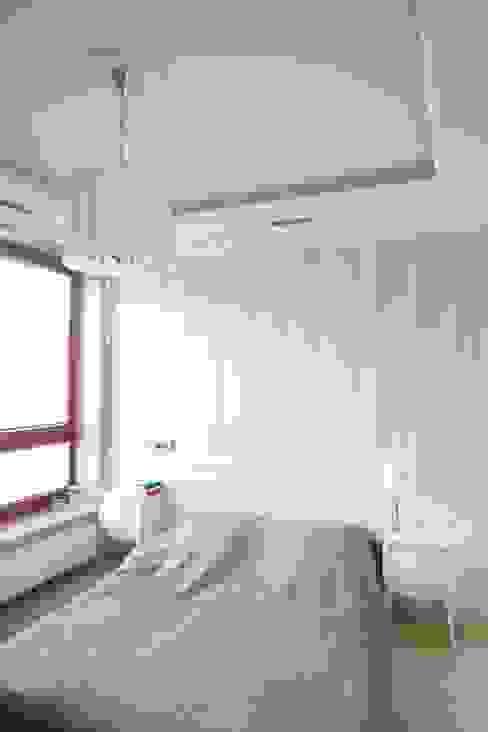 apartament Willanów: styl , w kategorii Sypialnia zaprojektowany przez livinghome wnętrza Katarzyna Sybilska,Klasyczny