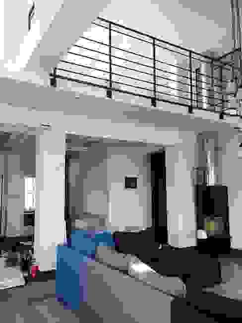 apartament Mokotów Warszawa dwa poziomy 150 m 2 Industrialny salon od livinghome wnętrza Katarzyna Sybilska Industrialny