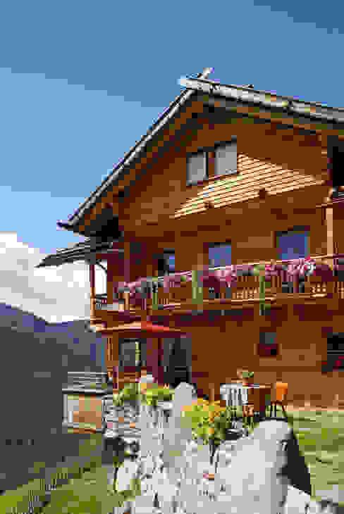 Casas rústicas por Thoma Holz GmbH Rústico